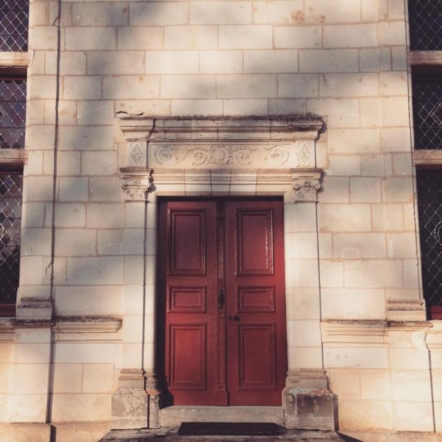 I wonder whats behind this door !  Bonne journe
