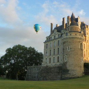 hot air balloon brissac chateau