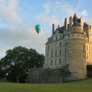 hot air balloon brissac chateau montgolfiere