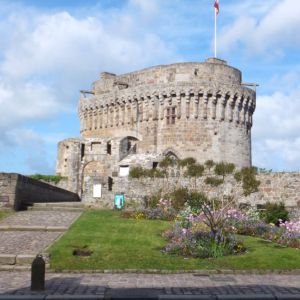 dinan castle histoire bretagne